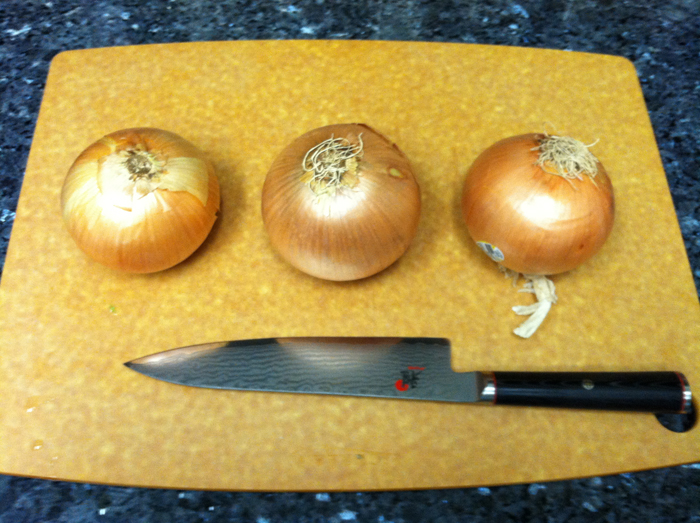 how tu cut an onion - step 1