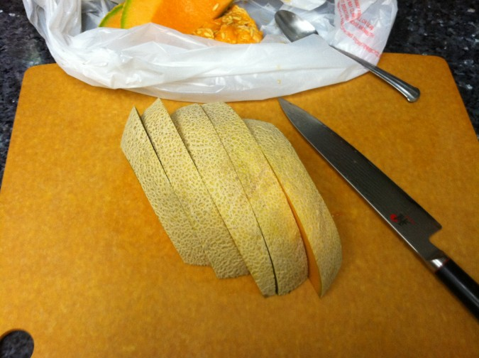 how to cut a cantaloupe 3