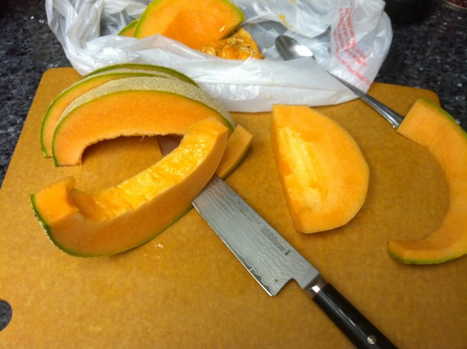 how to cut a cantaloupe 4
